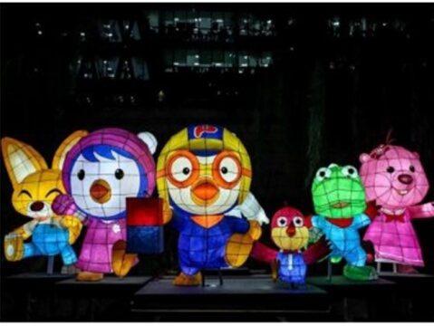 Lễ hội cũng có sự góp mặt nhiều nhân vật hoạt hình đáng yêu
