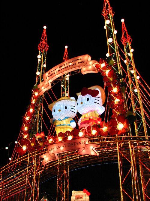 Hello Kitty cũng không bỏ lỡ lễ hội cực hoành tráng này