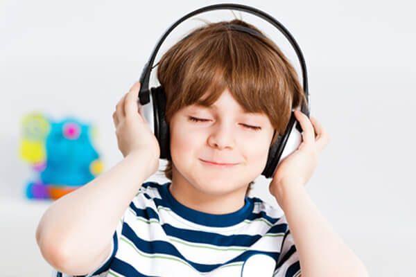 Hãy cùng bé lắng nghe những bài hát tiếng Anh trẻ em vui nhộn nhé!